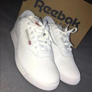 New Reebok tenis shoes women's size 7.5